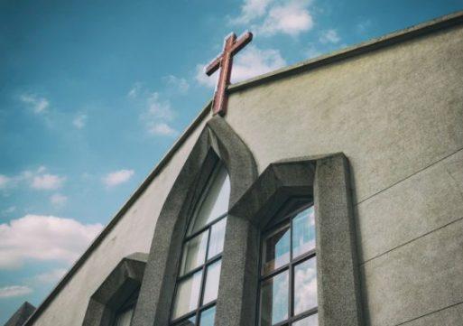 Riesgos Y Beneficios De Regresar A La Iglesia – Luis Lopez